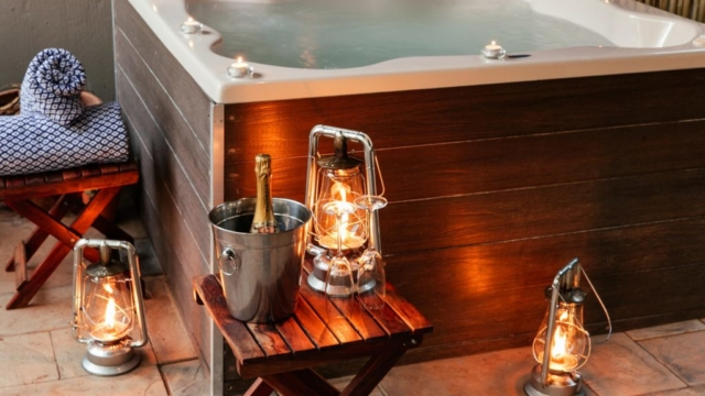 Tambuti Lodge Jacuzzi and Champagne